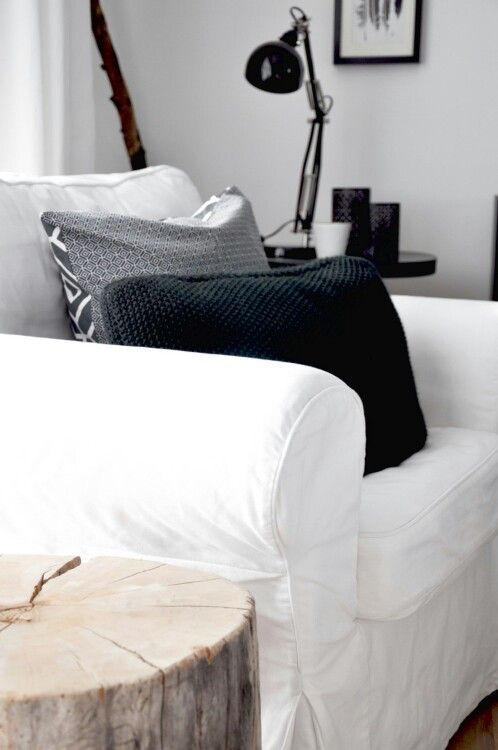 astuces d co housses de canap pour style scandinave. Black Bedroom Furniture Sets. Home Design Ideas