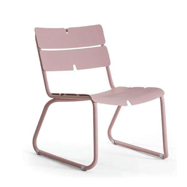 Coup de coeur pour le fauteuil  bas de Oasiq en rose pastel