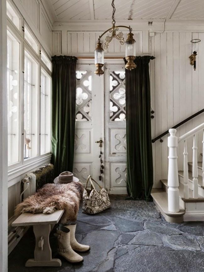 Décoration cottage chic avec ses pierres noires au sol #ardoise