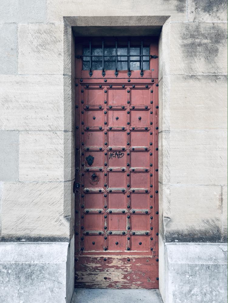 Les plus jolies portes en bois de Lausanne sur @decocrush - www.decocrush.fr