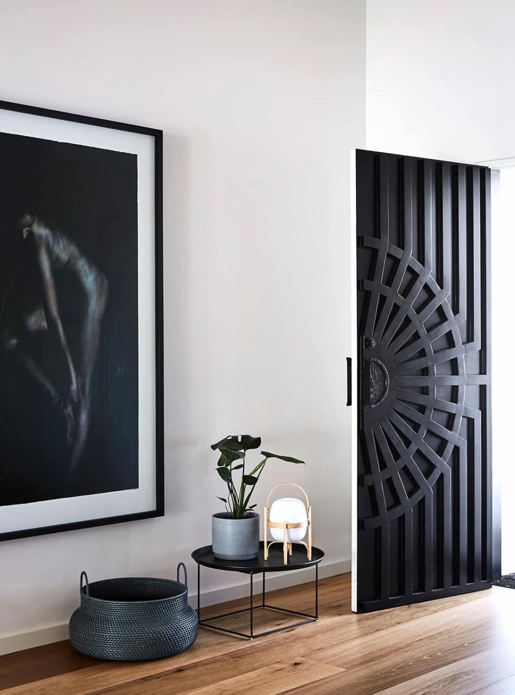 Une maison moderne australienne qui va vous faire aimer le noir et blanc sur www.decocrush.fr - @decocrush