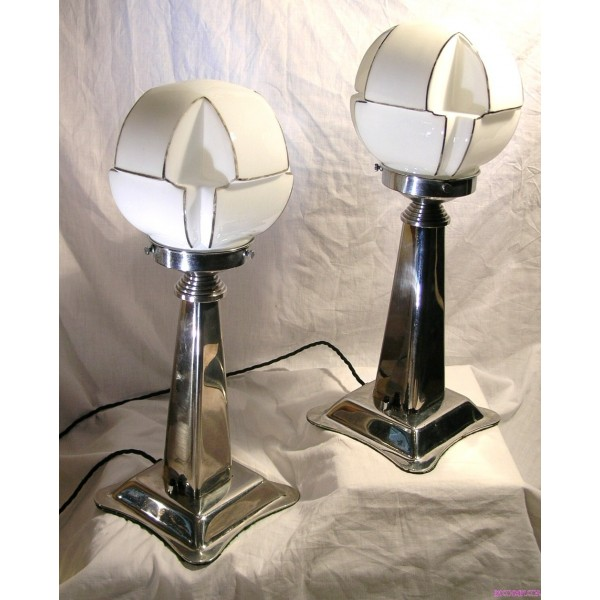 Pair Of Art Deco Nickel Table Lamps With Black And White Shaped Globe Shades Deco Dave