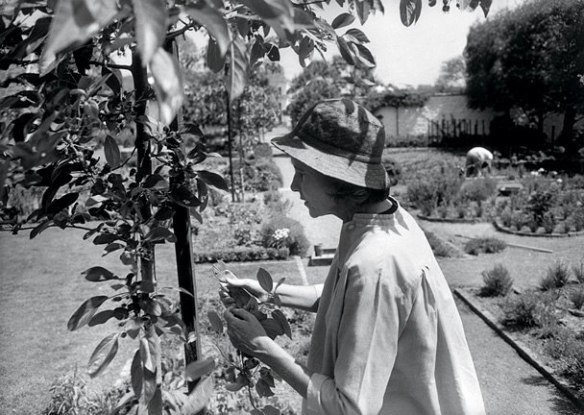 henri-cartier bressonrendition.slideshowHorizontal.bunny-mellon-ss12