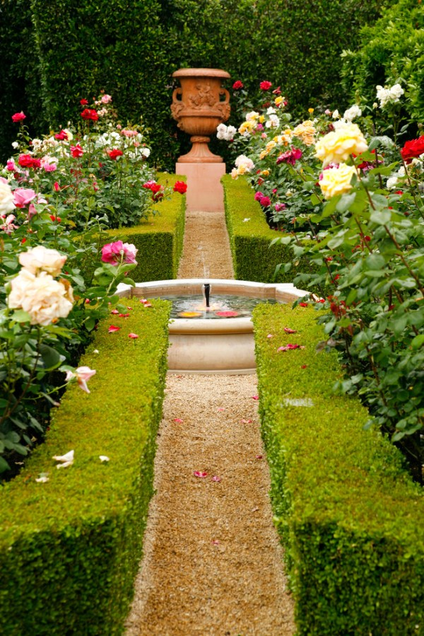 beautiful home gardens with fountains