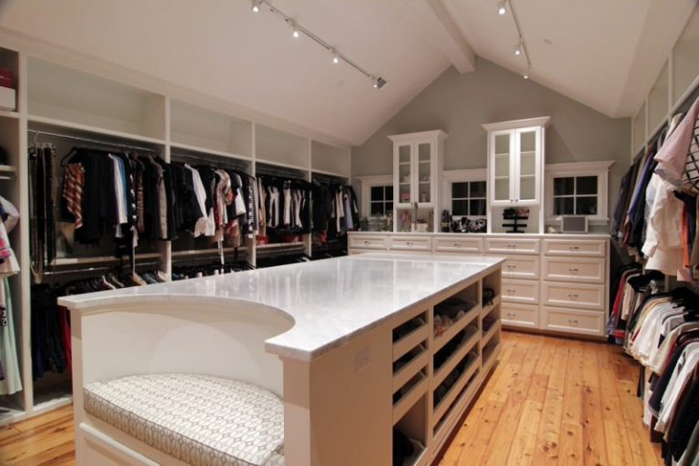 Chilled Ideas of Huge Walkin Closet to Mark Your Day