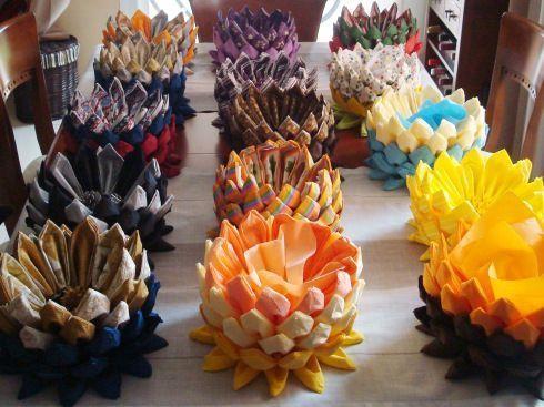 Centros para decorar la mesa con servilletas de papel 1