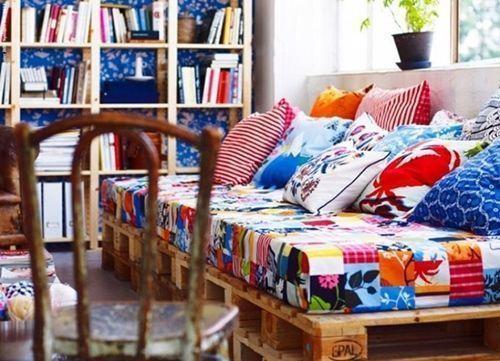 Reciclar palets para sofas y conseguir este precioso muebles reciclado.