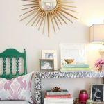 Detalle de decoración: espejo sol vintage