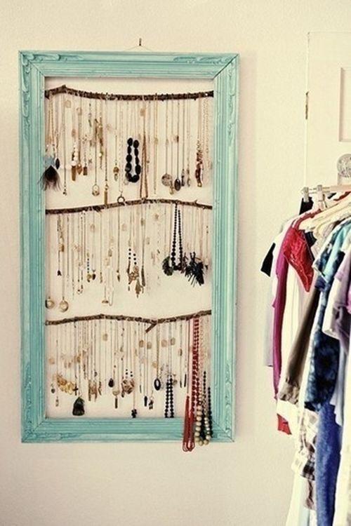 Ideas para hacer un colgador de collares de pared decorando 1