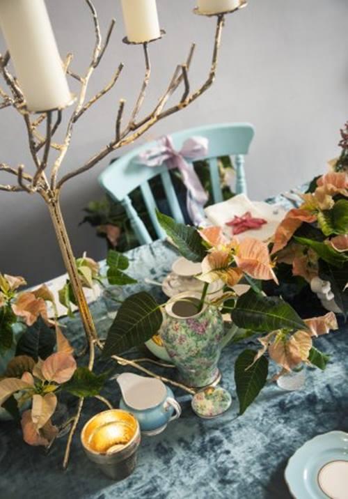 decoracion navidea con flor de pascua de estilo vintage
