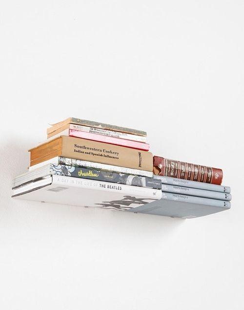 Repisas flotantes con forma de libros (¡y casa decorada por Harry Potter!) 2
