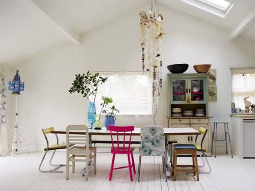 Últimas tendencias en decoración comedores vintage con sillas mix and match 6