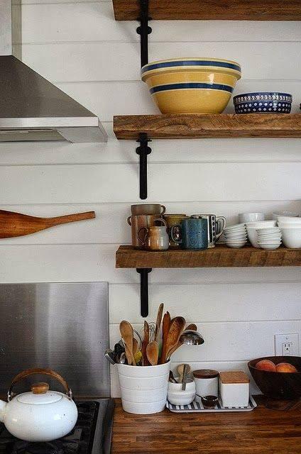 Estanterías de madera baratas con escuadras para cocinas con encanto 5