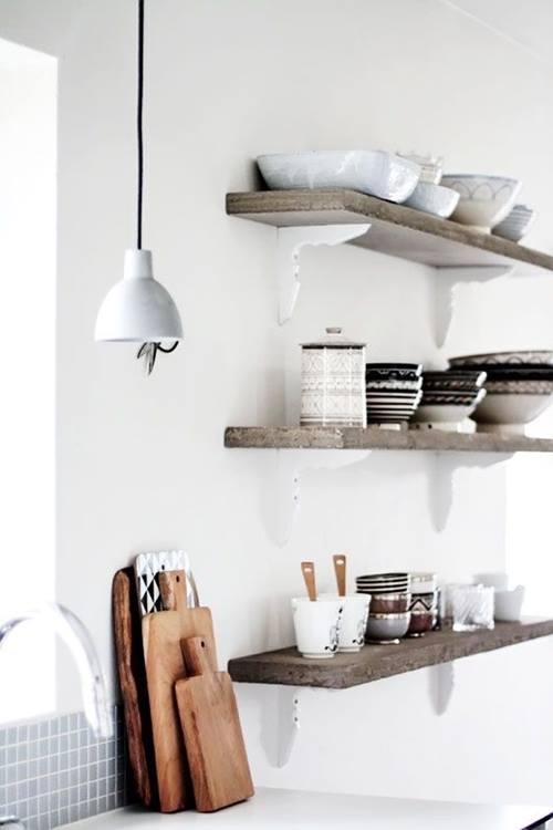 Estanterías de madera baratas con escuadras para cocinas con encanto 6