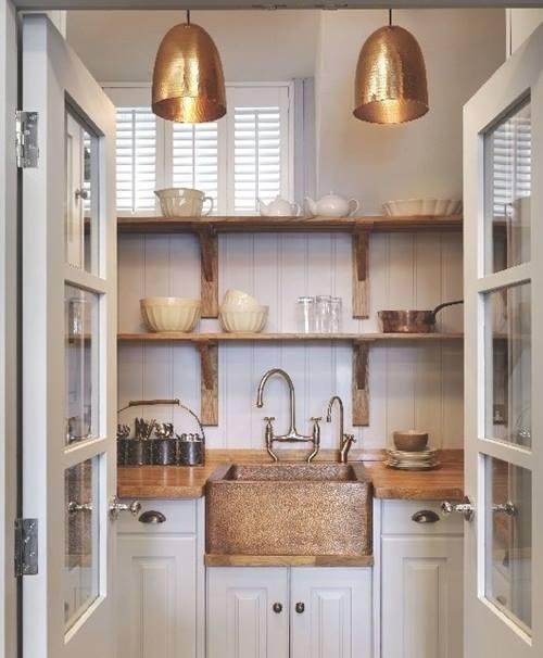 Estanterías de madera baratas con escuadras para cocinas con encanto 8