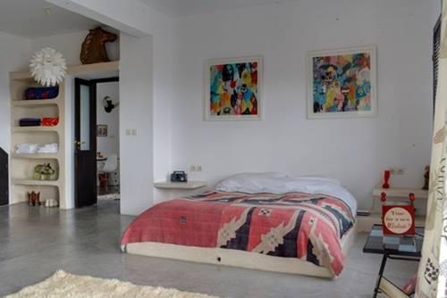 Una casa rústica de estilo marroquí con decoración retro 6
