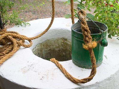 pozos y fuentes en patios tradicionales de Córdoba