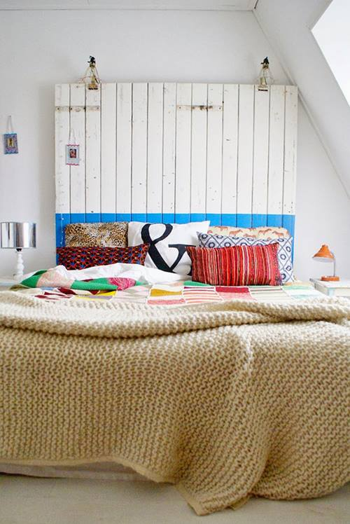 Una casa llena de colores vibrantes entre sencillos muebles vintage 2
