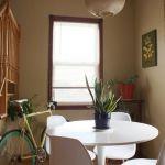Una casa con decoración retro llena de detalles sorprendentes 13