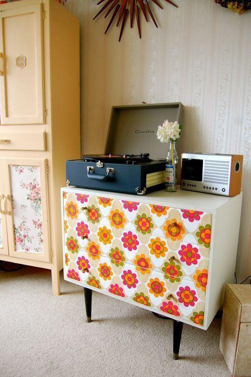 Forrar muebles con papel pintado forrar muebles con papel pintado como veis con unos simples - Como decorar un mueble con papel pintado ...