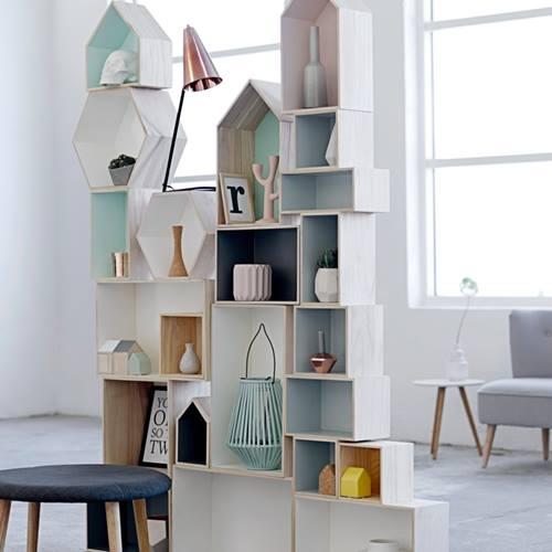 Ideas para decorar con una estantería casita de madera 6