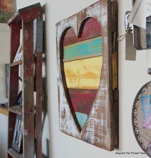 Ideas para decorar una casa con corazones de madera reciclada 2
