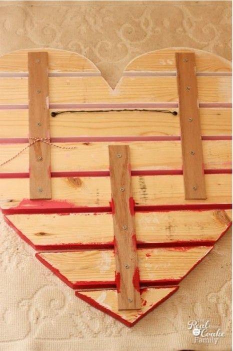 Ideas para decorar una casa con corazones de madera reciclada 5