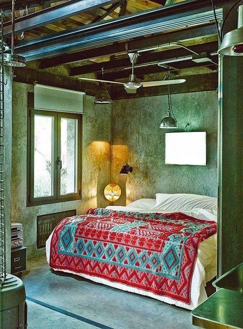Casas con encanto loft con estilo industrial y muebles reciclados 1