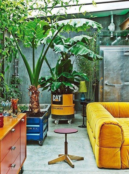 Casas con encanto loft con estilo industrial y muebles reciclados 2