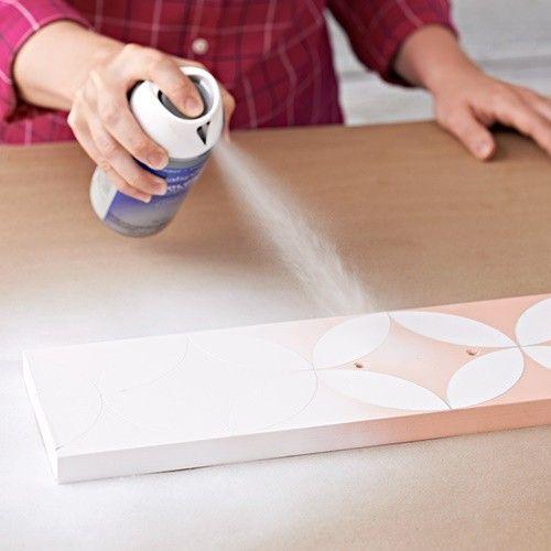 Pintar muebles con plantillas para personalizar mesillas y cómodas 6