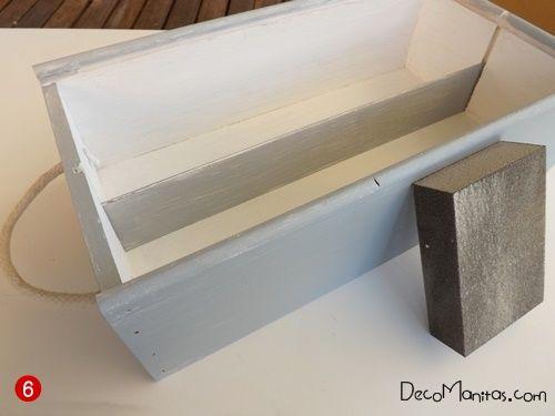 Reciclar cajas de madera de vino para organizar collares y pendientes 13