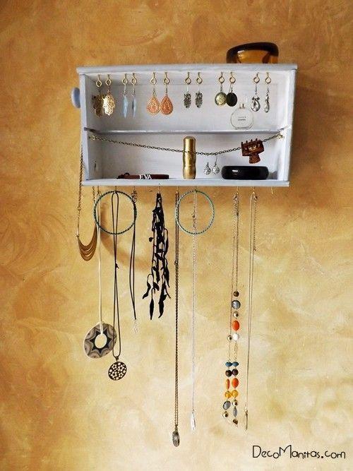 Reciclar cajas de madera de vino para organizar collares y