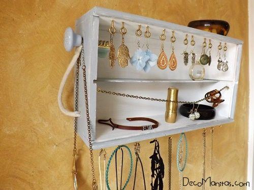 Reciclar cajas de madera de vino para organizar collares y pendientes... 25