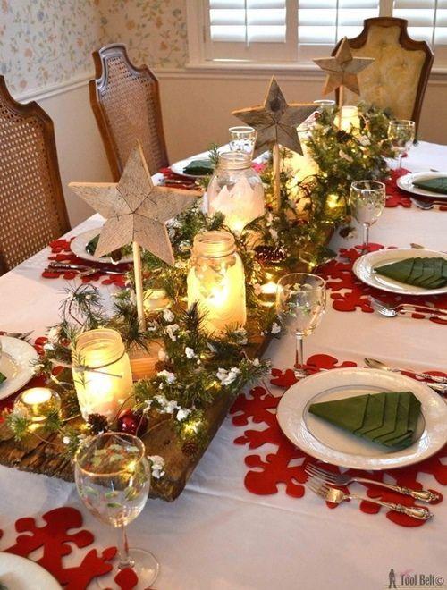 Mesas de Navidad llenas de magia con velas y guirnaldas de luces.