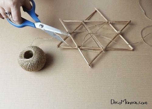 Estrellas de Navidad DIY con palitos y cuerda 16