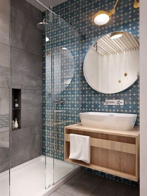 12 cuartos de ba o con ducha de estilo vintage que querr s - Cristales para banos ...
