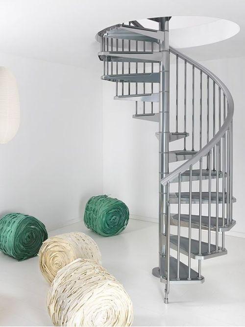 escaleras de caracol para aligerar los espacios en las viviendas 7