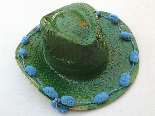 DIY con pintura en spray cómo personalizar sombreros de paja 11