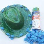 DIY con pintura en spray cómo personalizar sombreros de paja 13