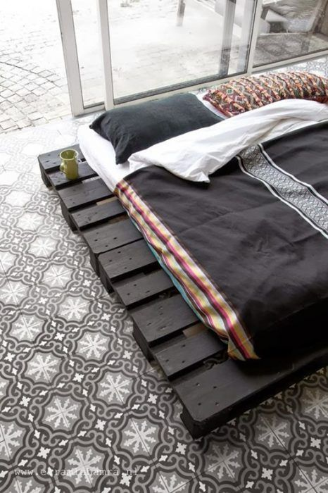 Base de cama hecha con palets. Los muebles con palets originales que son tendencia...