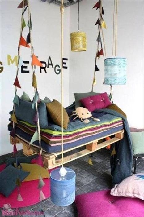 Las hamacas colgantes son muebles con palets originales y lúdicos.