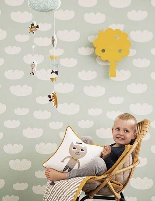 El papel pintado infantil, una de las mejores ideas para decorar habitaciones infantiles originales sin sobrecargar con muebles.