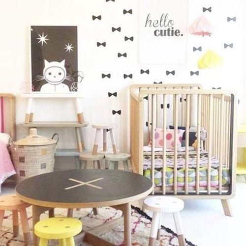 Pegatinas para decorar habitaciones infantiles con forma de lazo.