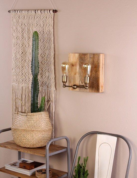 Iluminar el salón con puntos de interés pone el acento en la decoración.