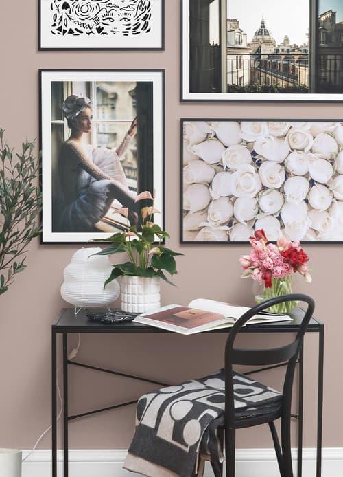 Cómo decorar creando galerías de imágenes en paredes vacías.