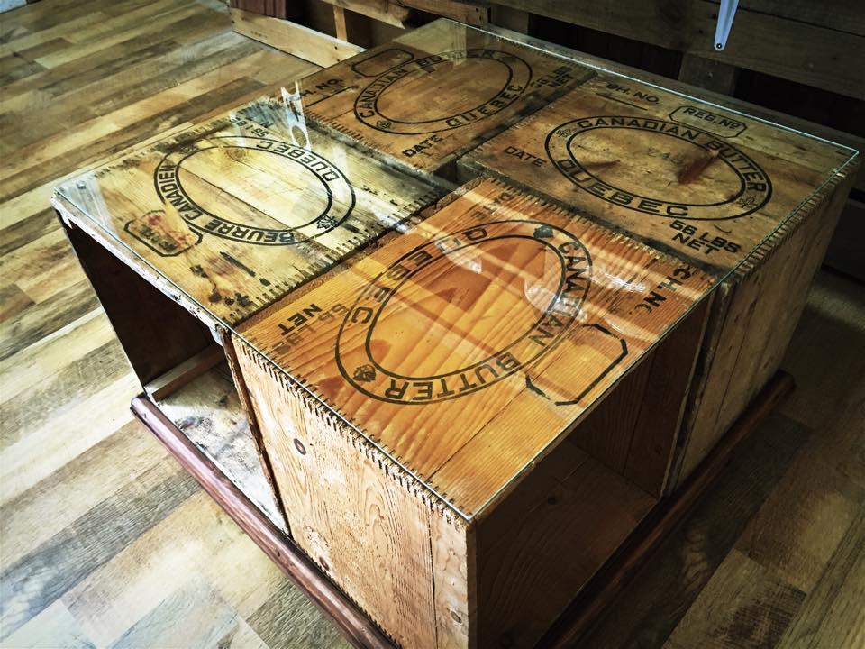 table basse avec des caisses de bois