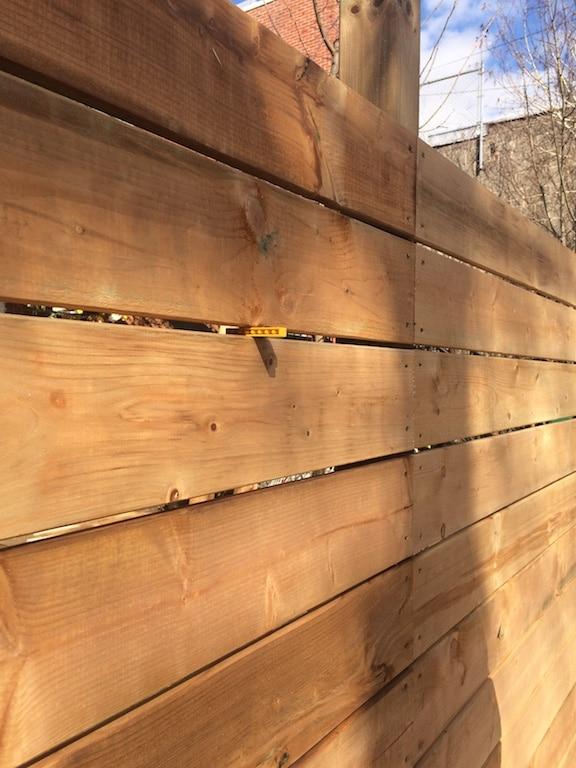 notre cloture en bois facile a faire et