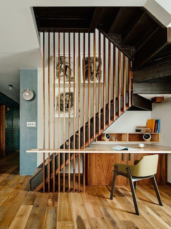 un claustra de bois