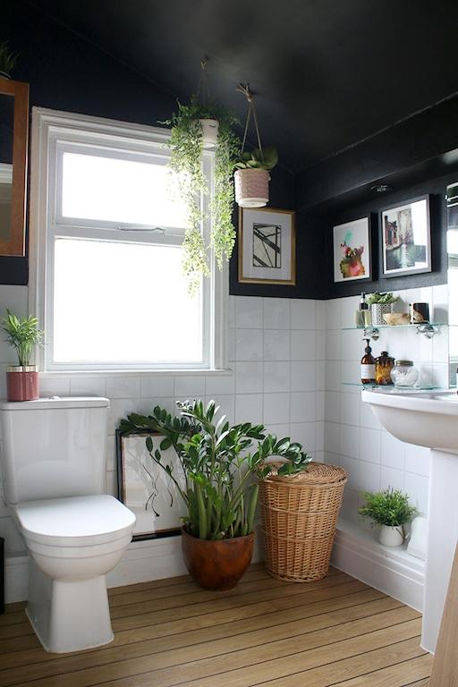 une salle de bain noire avantages et