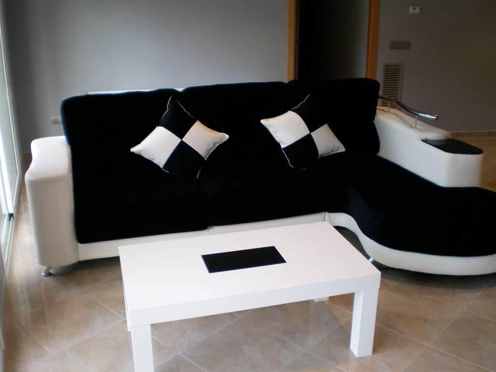 Como decorar con un sof negro